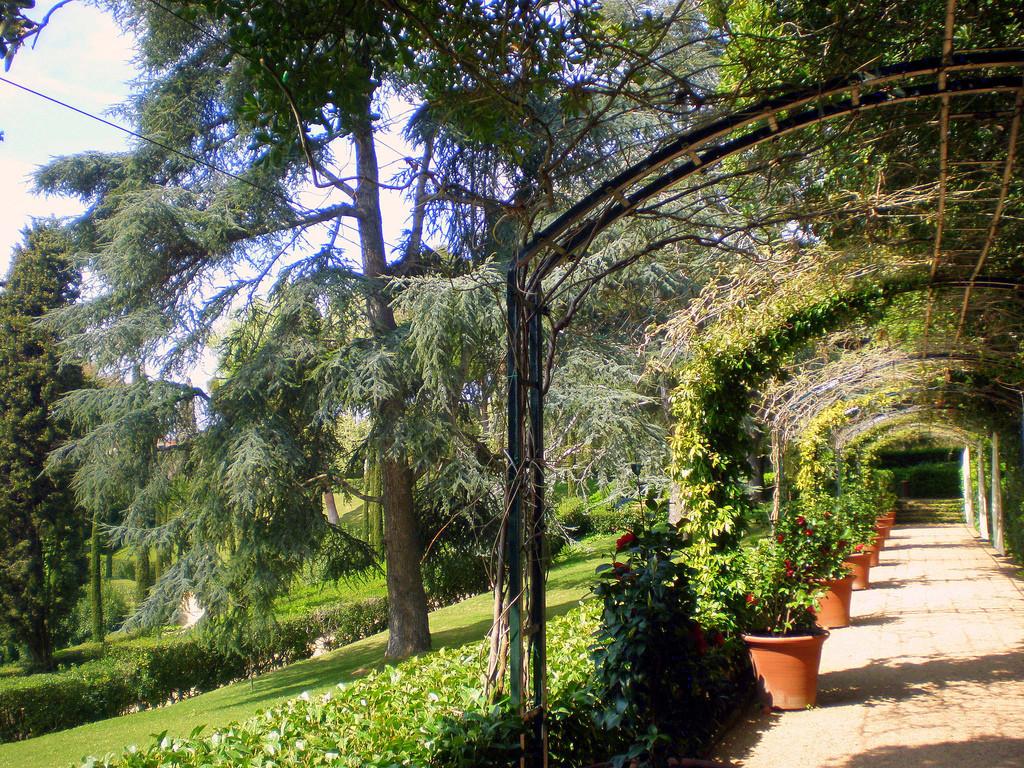 Арка, Сады Святой Клотильды