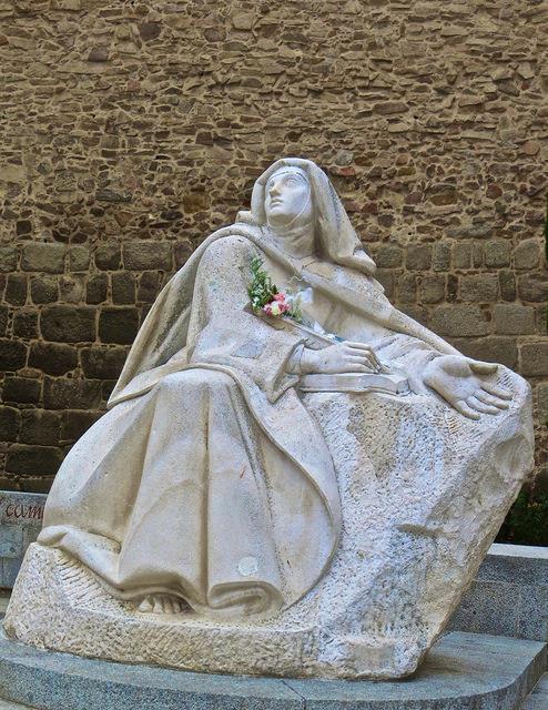 Статуя святой Терезы Авильской