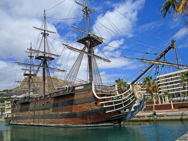 Старый карабль в Аликанте