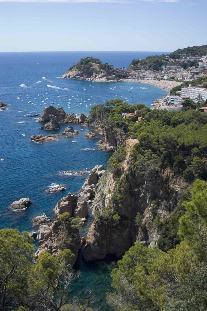 Пляж и окрестности Тосса-де-Мар