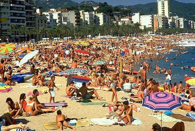 Оживленный пляж