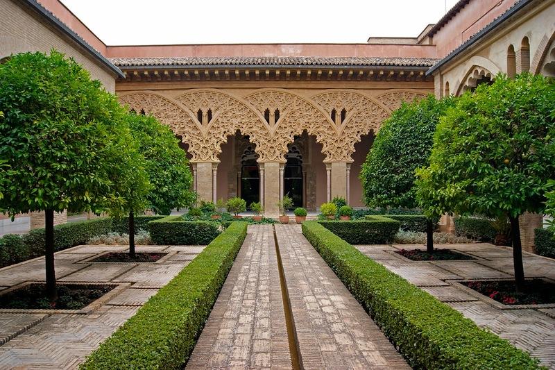 Двор Дворца
