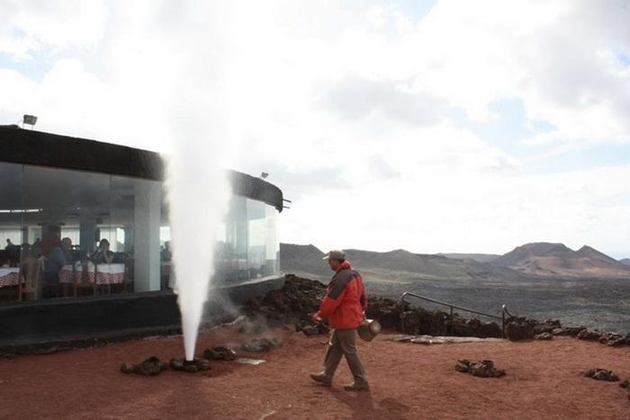 Вулкан спящий, но иногда подает признаки жизни