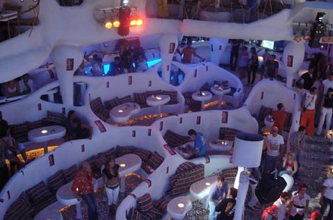 Один из многочисленных ресторанов