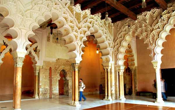 Дворец Альхаферия изнутри