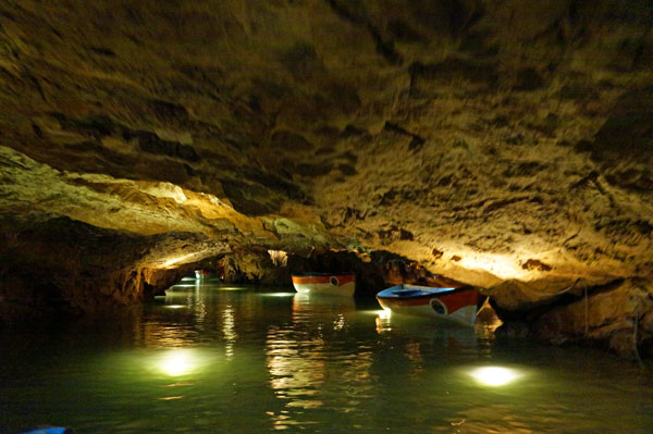 Экскурсии на лодках по пещерам
