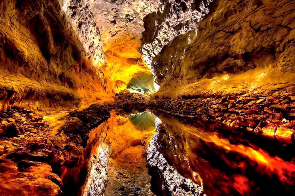 Пещера острова