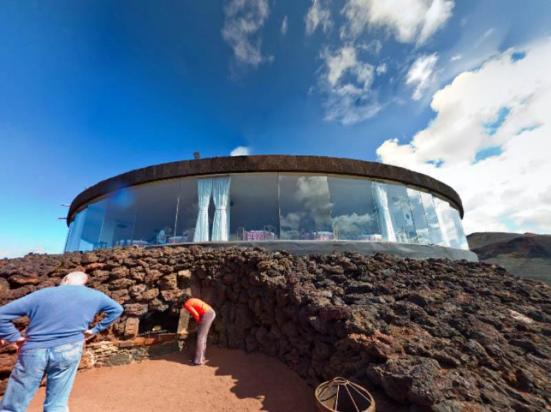 Ресторан в жерле вулкана
