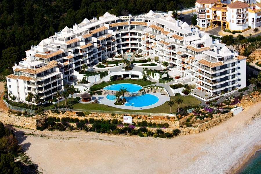 Большой прибрежный отель