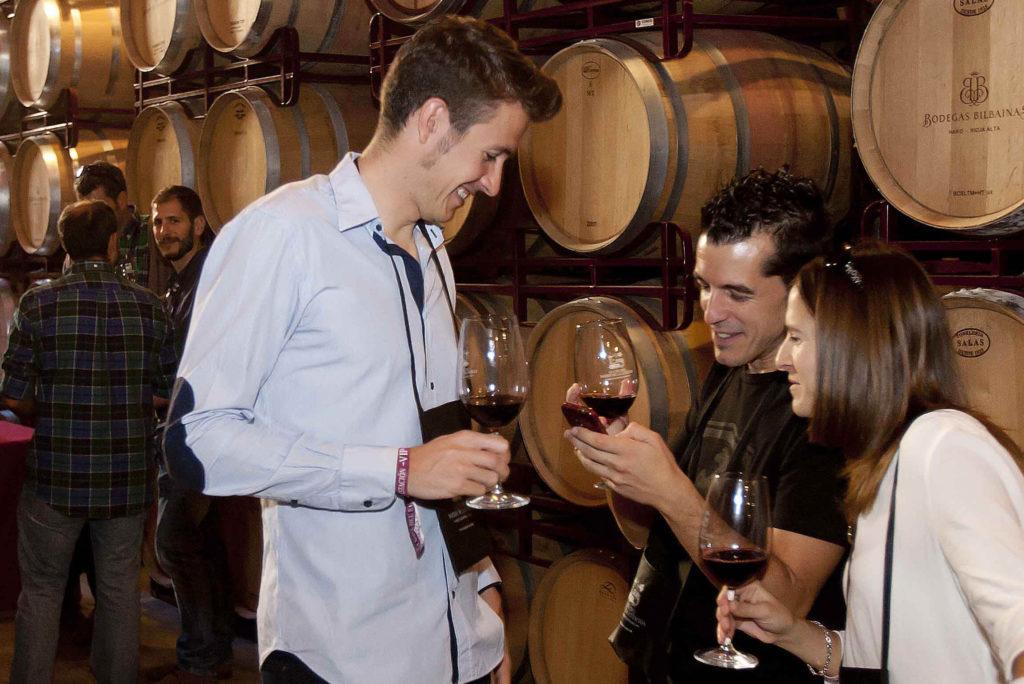 Туристам предлагают дегустацию вина