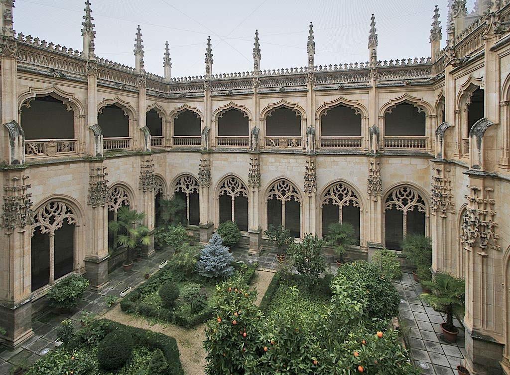 монастырь Сан Хуан де Лос Рейес изнутри