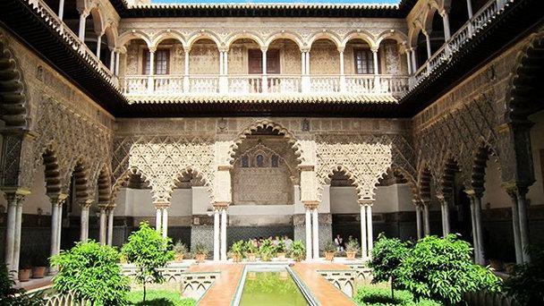 крепость Алькасар изнутри