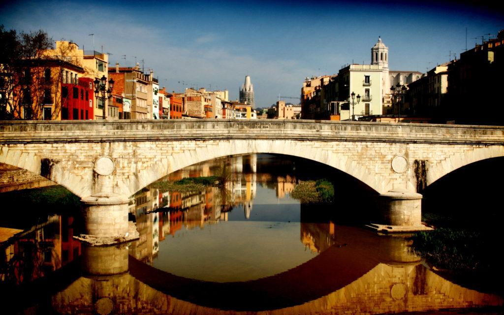 Красивый мост Жироны
