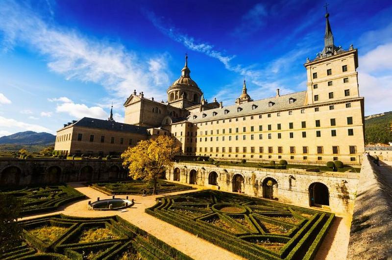 Дворец-монастырь Эскориал в Мадриде