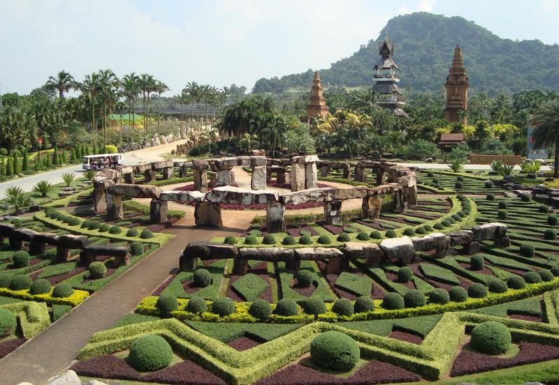 Тропический сад Нонг Нуч в Паттайе, Тайланд