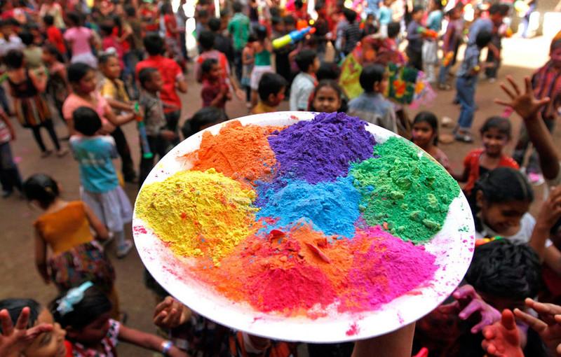 В день «Холи» происходит традиционная битва красками