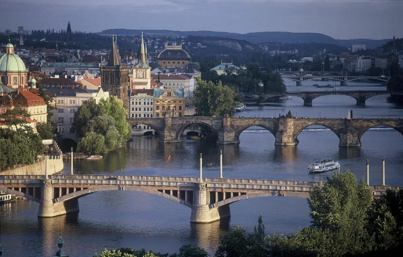 Прагу пересекает самая длинная чешская река Влтава