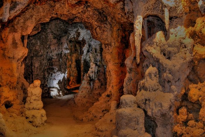 """Искусственная пещера в """"Сафари-парке"""" в Геленджике"""