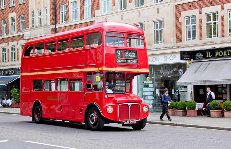 Красный лондонский автобус - бессменный символ Британской столицы