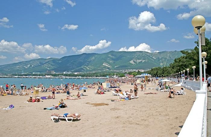 Центральный пляж в Геленджике