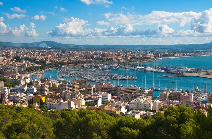 Вид на город и порт Пальма-де-Майорка