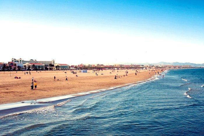 """Пляж """"Мальваросса"""" в Валенсии"""