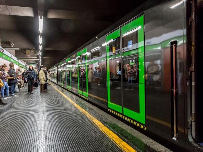 Линия метро М2