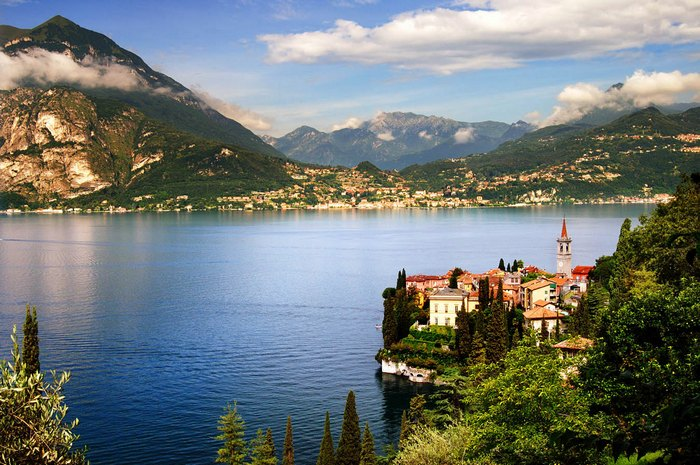 Озеро Комо в окружении Альп