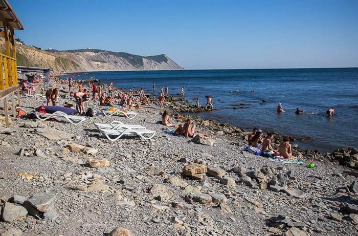 Один из галечных пляжей