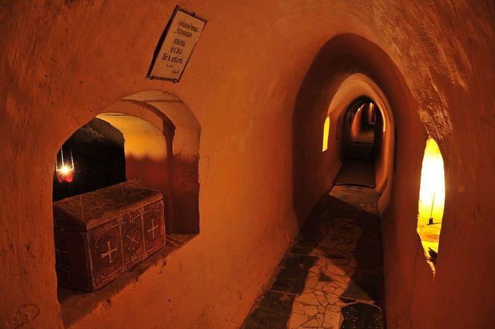 Пещеры лавры