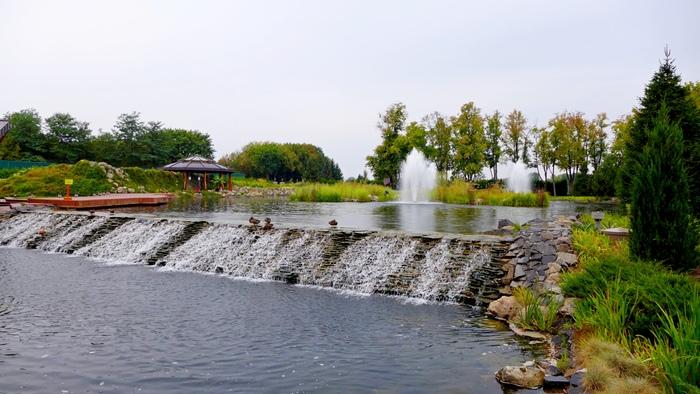Фонтаны и водопады на территории комплекса