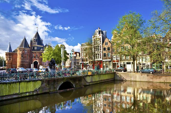 Амстердам - крупнейший город и столица Нидерландов