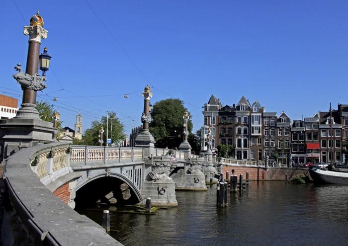Блаубрюг, Амстердам