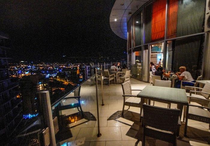 Вид на город из ресторана Vox