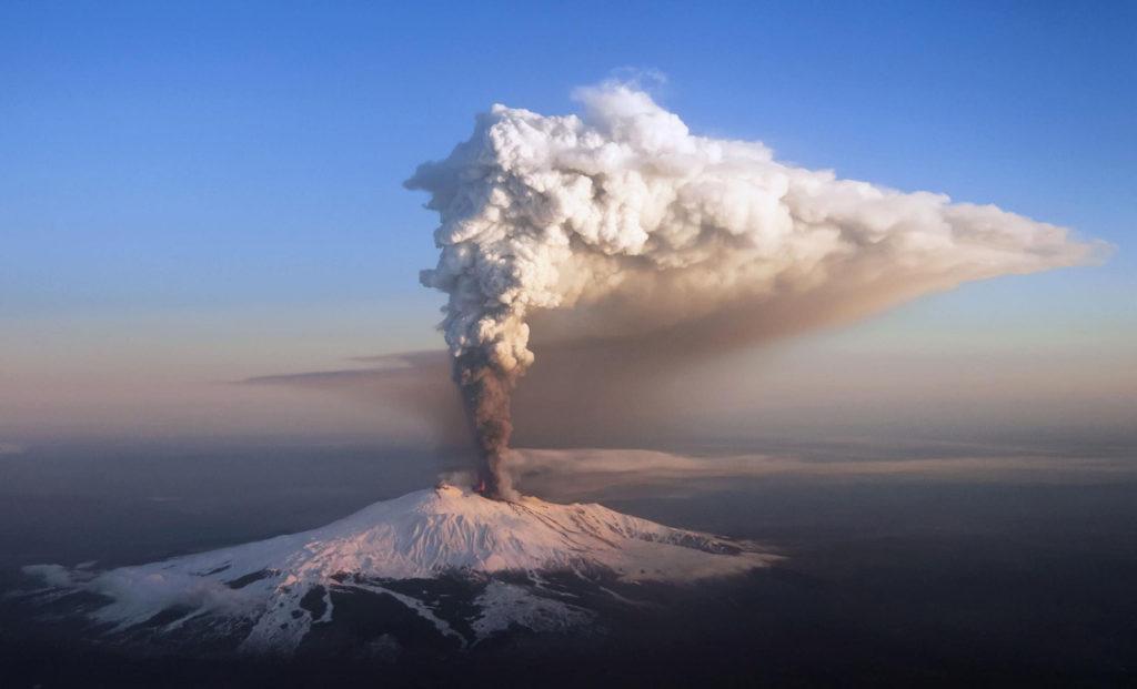 Извержение вулкана Асо