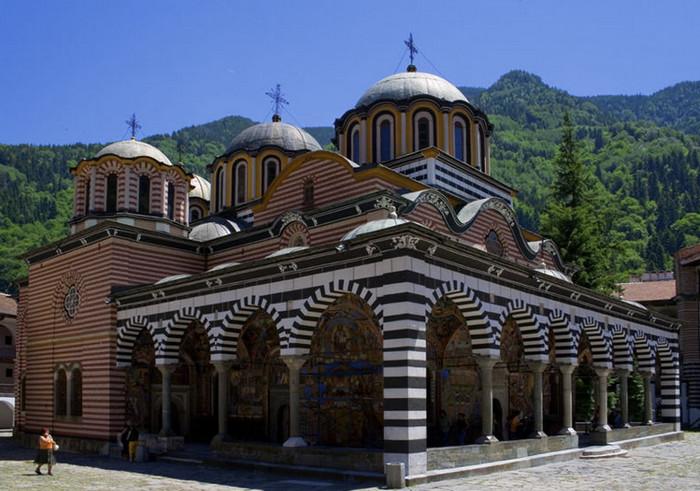 Монастырь в городе Риль
