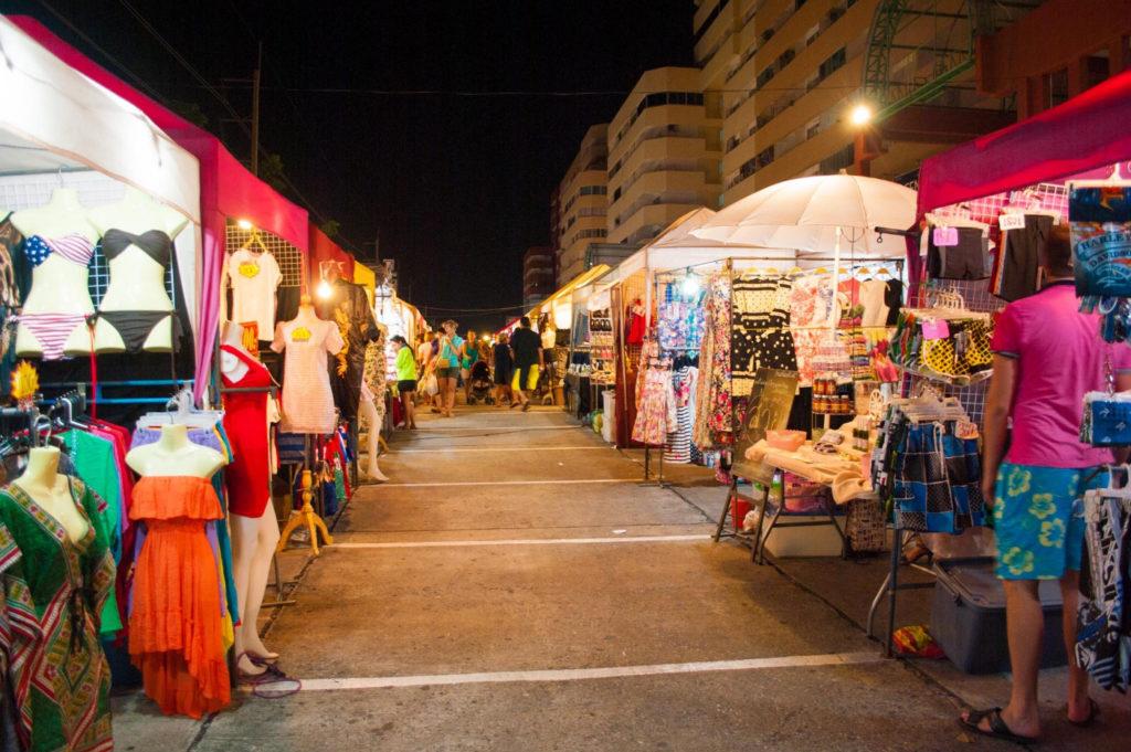 Ночной рынок «Тепразит» в Паттайе