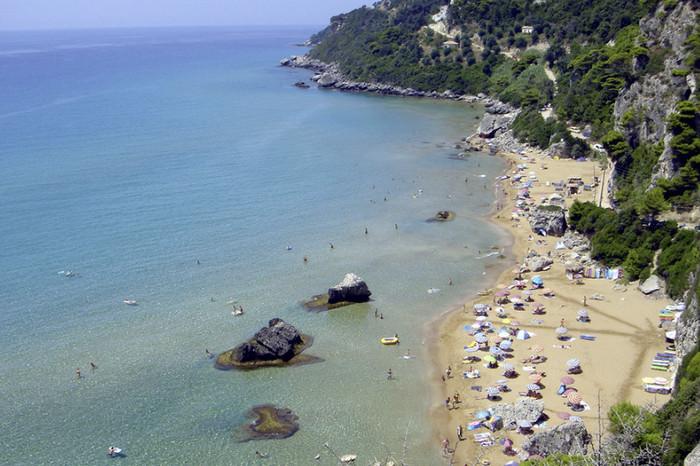 Пляж Агиос Гордиос