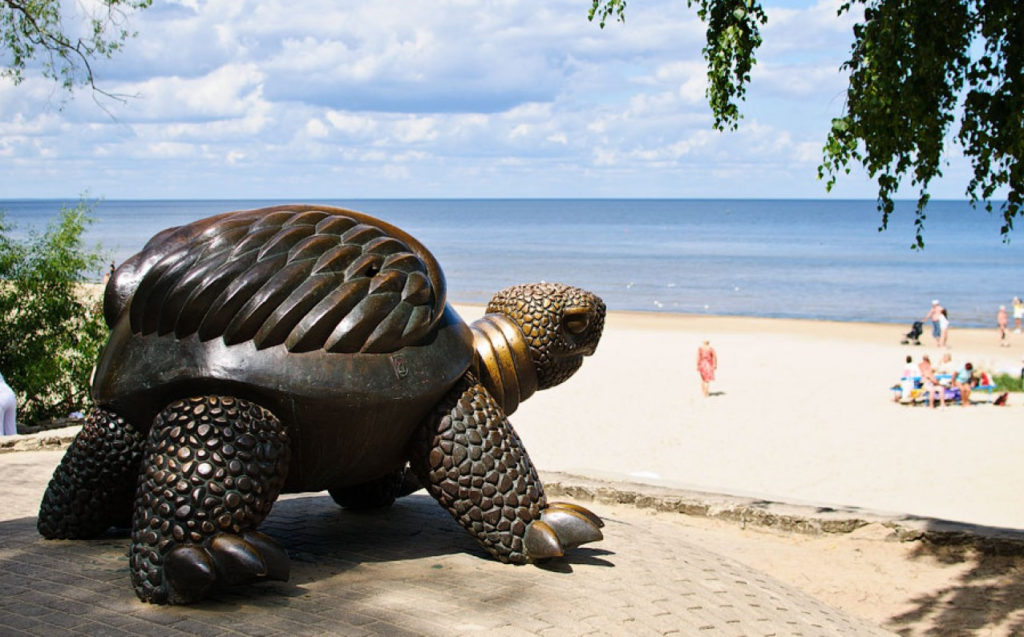 Статуя черепахи, Юрмала