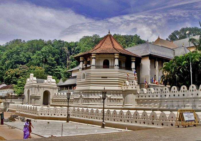 Храм Зуба Будды в Канди, Шри Ланка