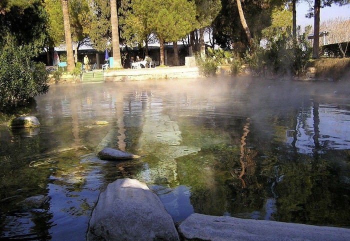 Знаменитый бассейн Клеопатры в Памуккале