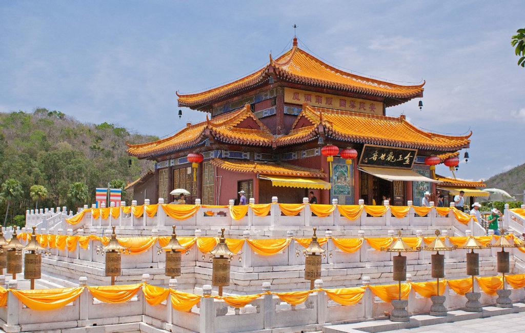 Храм золотого Будды в Няньшане