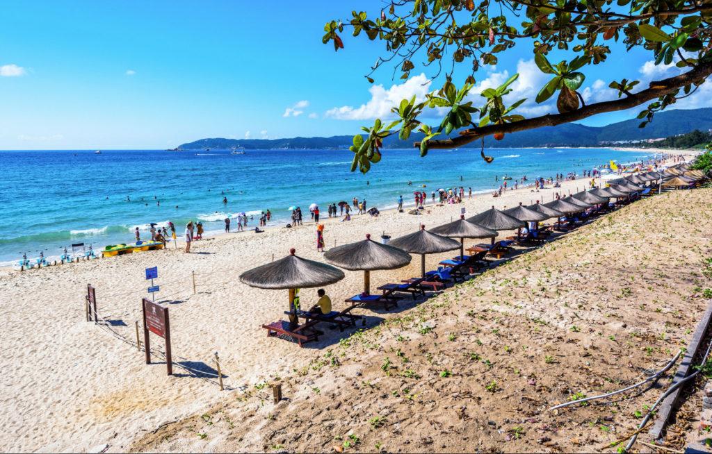 Пляж бухты Ялунвань
