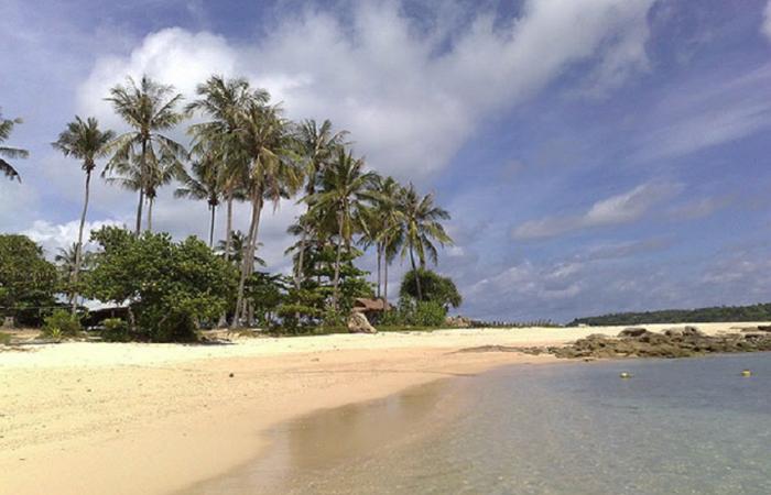 Пляж Тиракол