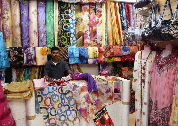 Магазин на рынке Халонга
