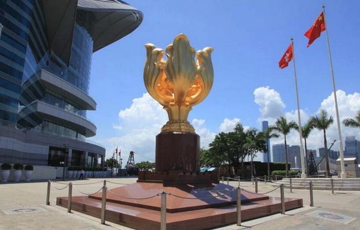 Площадь Золотой Баухинии