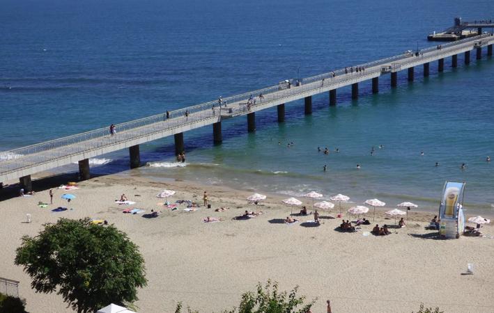 Пляж возлеморского вокзала
