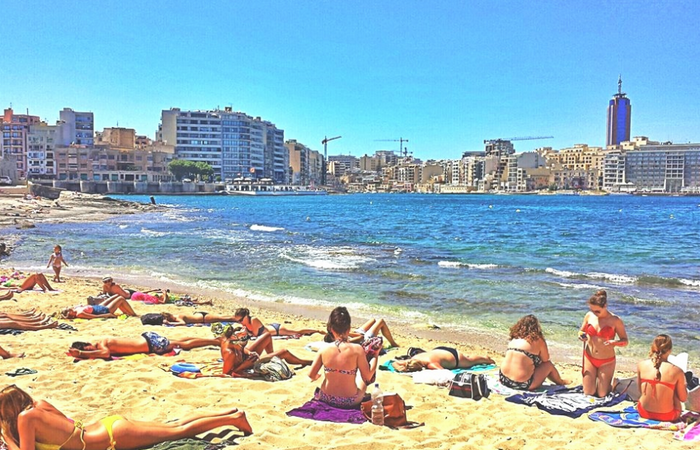Пляж The Exiles
