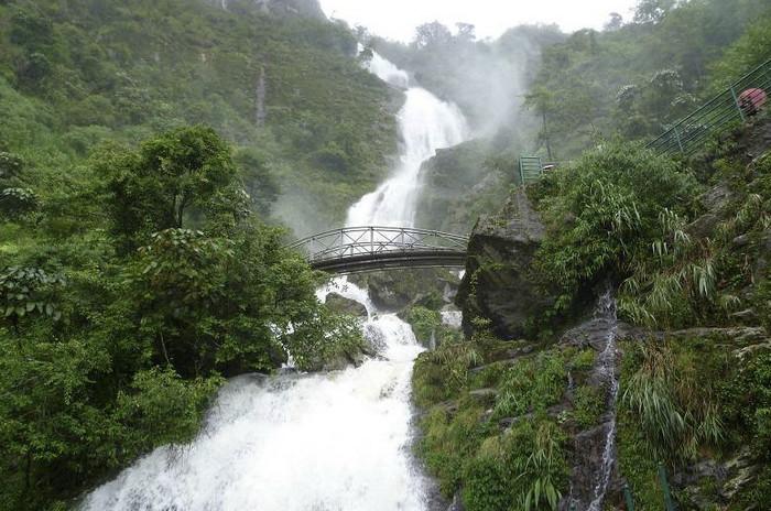Серебряный водопад Тхак Бак