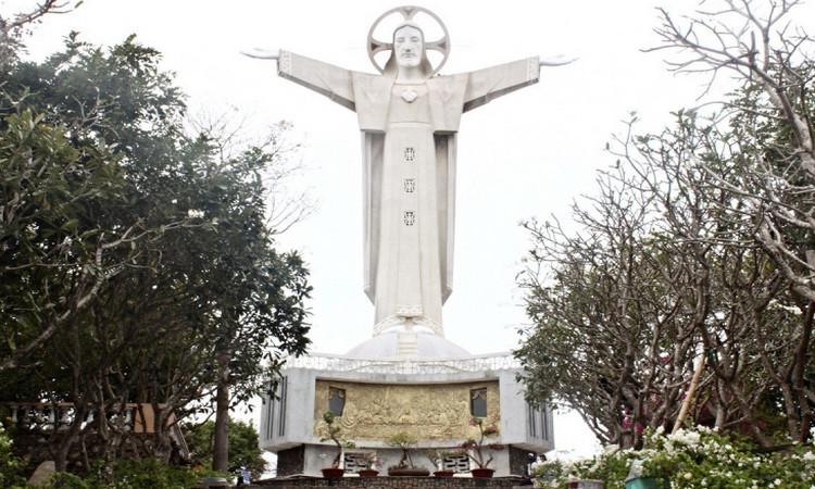 Статуя Иисуса